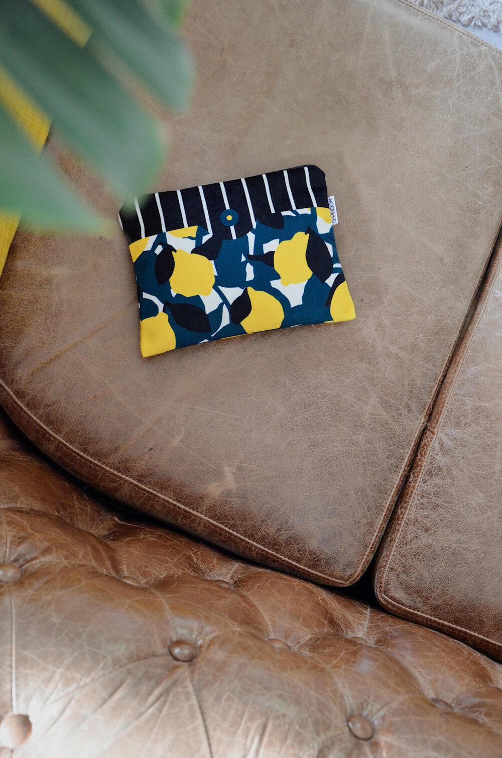 Pochette citron jaune en velours made in france