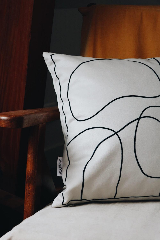 Coussin Esquisse carré noir et blanc